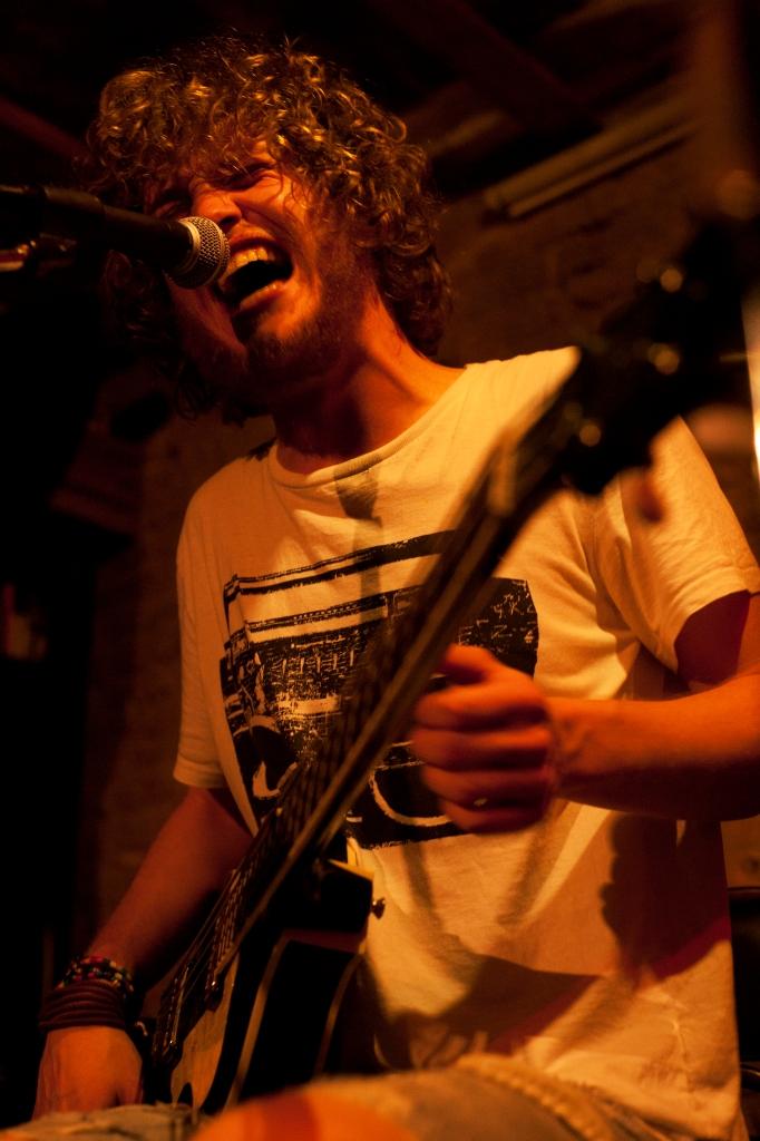 Elliot in concerto al Mondolibro di Berlino (foto: Gaia Marturano)