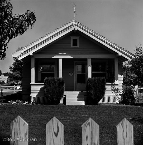 Una delle case di famiglia a Yakima, Washington; Carver la ricordava come la sua miglior casa d'infanzia. (1989) © Bob Adelman
