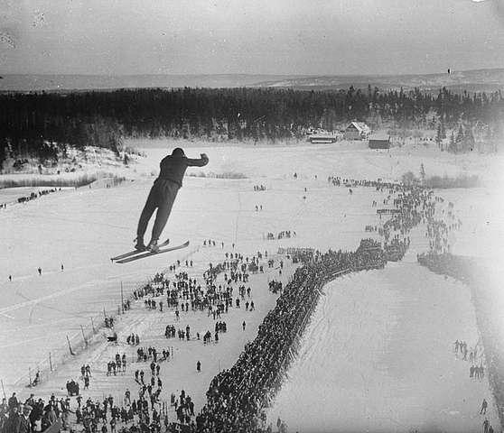 Holmenkollbakken_1924