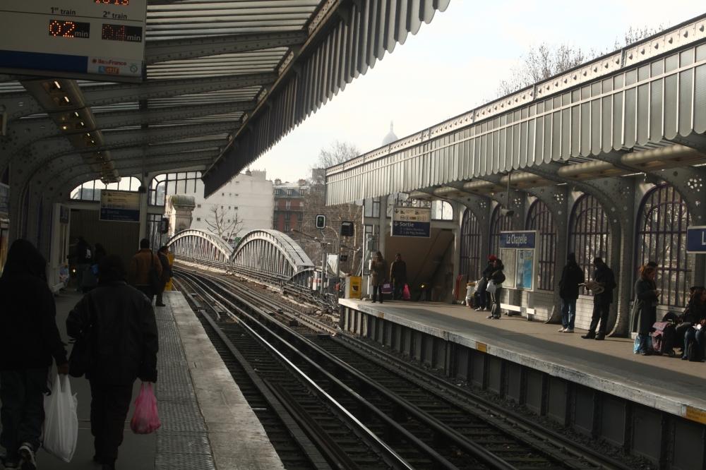 La_Chapelle_Metro_Station_(1)
