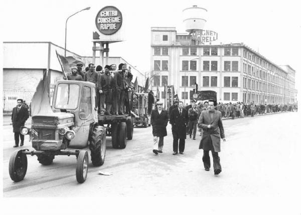 Sciopero dei lavoratori della Ercole Marelli contro la cassa integrazione (1978). Fondo Loconsolo, Archivio del Lavoro, Sesto San Giovanni